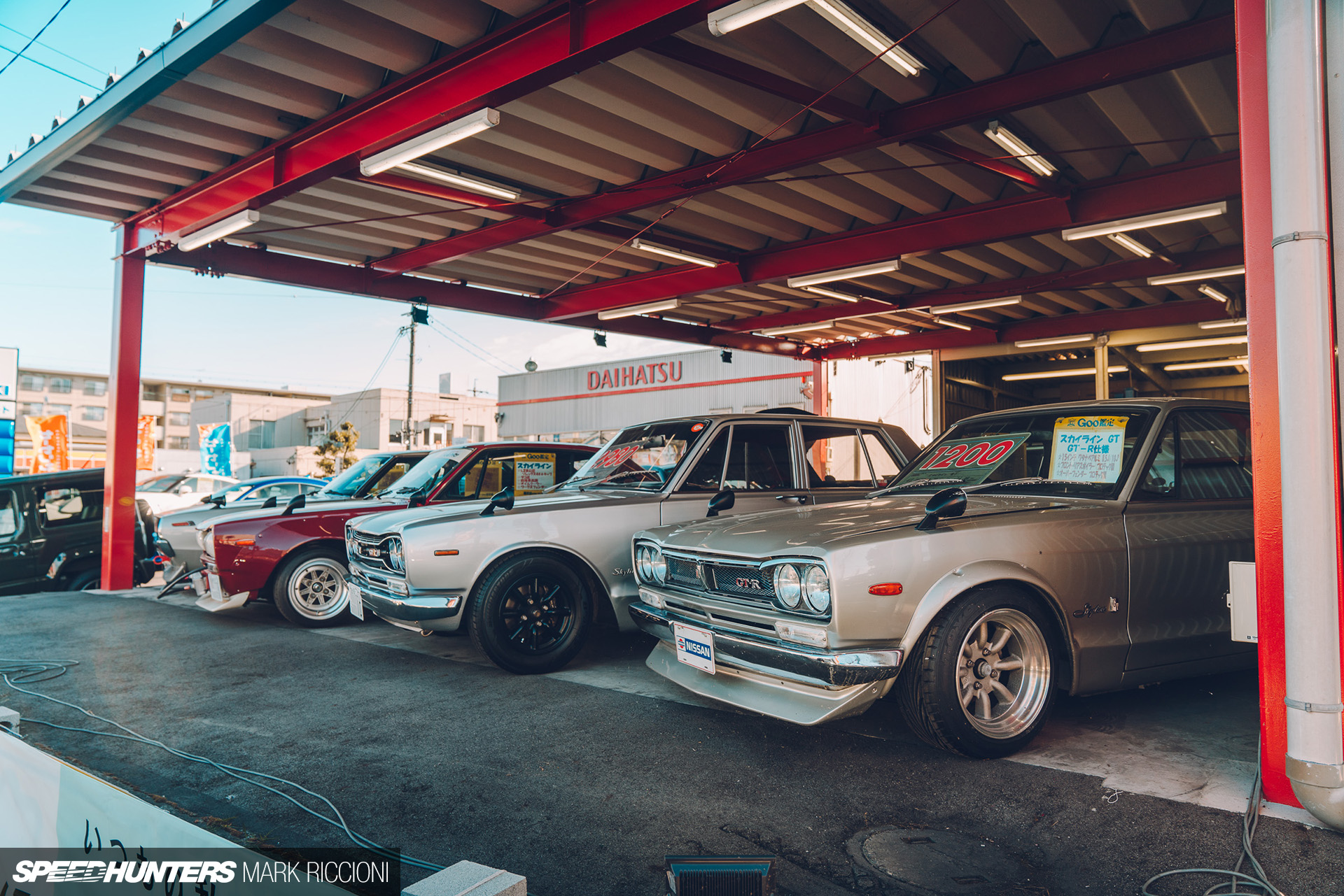 Feast Your Eyes on Japan's Used Car Dealerships | DLite Tech